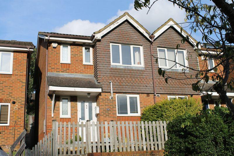 3 Bedrooms Semi Detached House for sale in Burpham