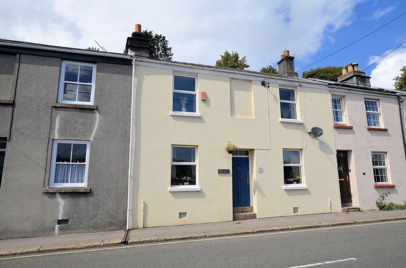 3 Bedrooms Terraced House for sale in Fantastic Views from this Central Location