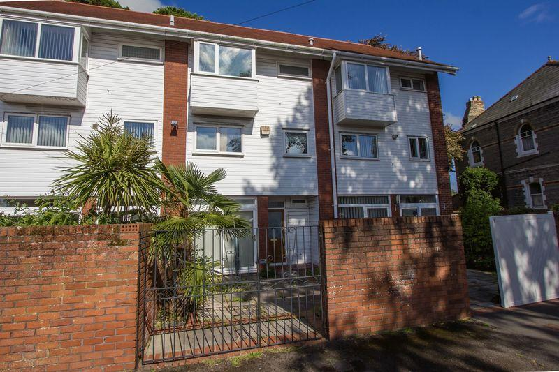 3 Bedrooms Terraced House for sale in Roxburgh Garden Court, Penarth