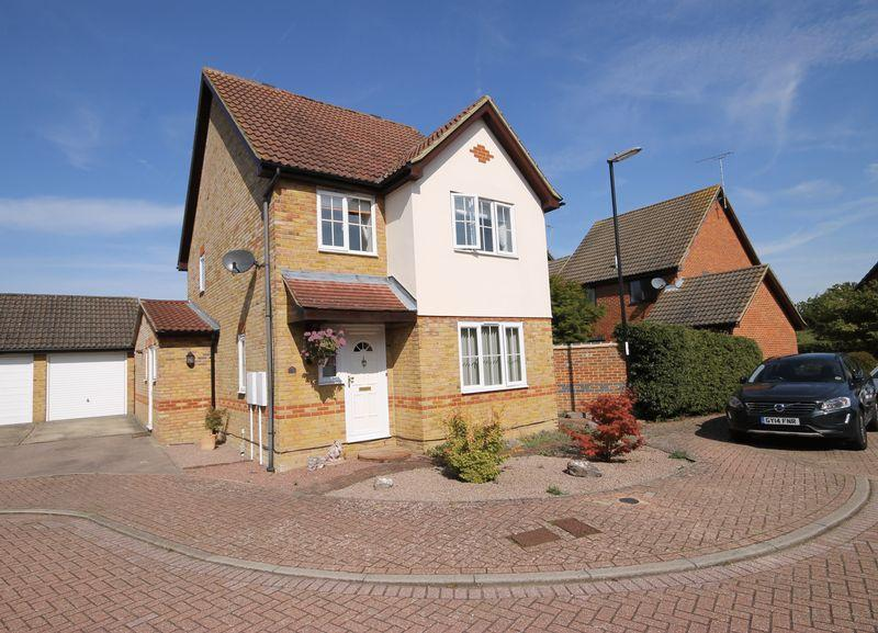 4 Bedrooms Detached House for sale in Daynes Way, Burgess Hill, West Sussex