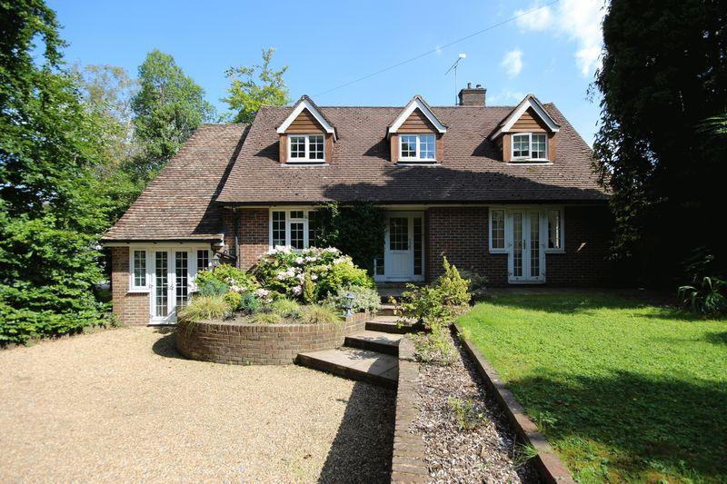 4 Bedrooms Detached House for sale in Oathall Road, Haywards Heath, West Sussex,