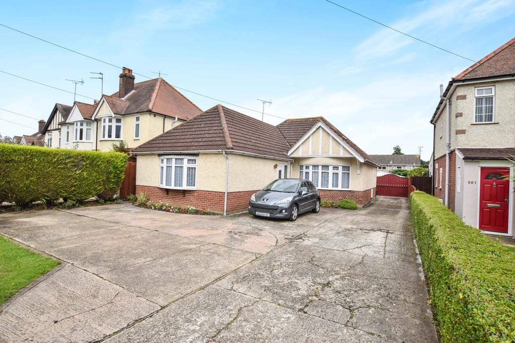 3 Bedrooms Detached Bungalow for sale in Ipswich Road, Colchester, CO4 0HL