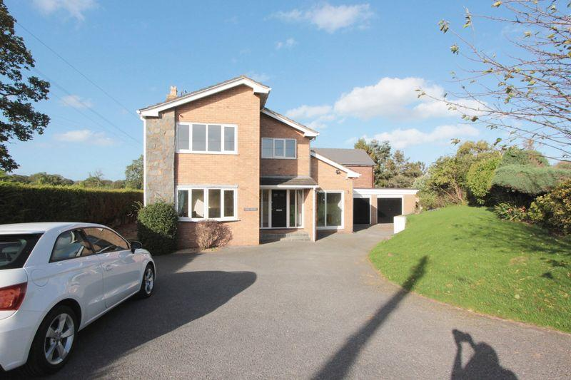 3 Bedrooms Detached House for sale in The Green, Denbigh