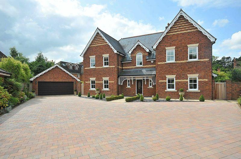 5 Bedrooms Detached House for sale in St Georges Close, Knutsford