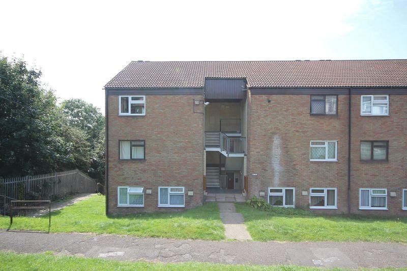1 Bedroom Flat for sale in Ebbsfleet Walk, Gravesend