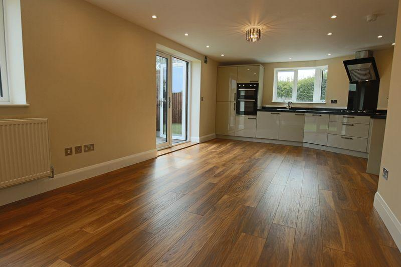 1 Bedroom Bungalow for sale in The Cedars, Colville Road, Lowestoft