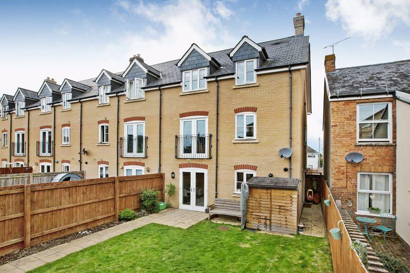 4 Bedrooms End Of Terrace House for sale in RICHMOND ROAD