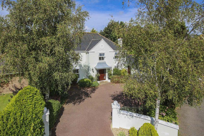 5 Bedrooms Detached House for sale in Willowhayne, Rustington
