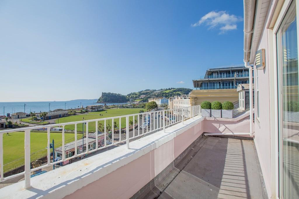 2 Bedrooms Penthouse Flat for sale in Den Crescent, Teignmouth
