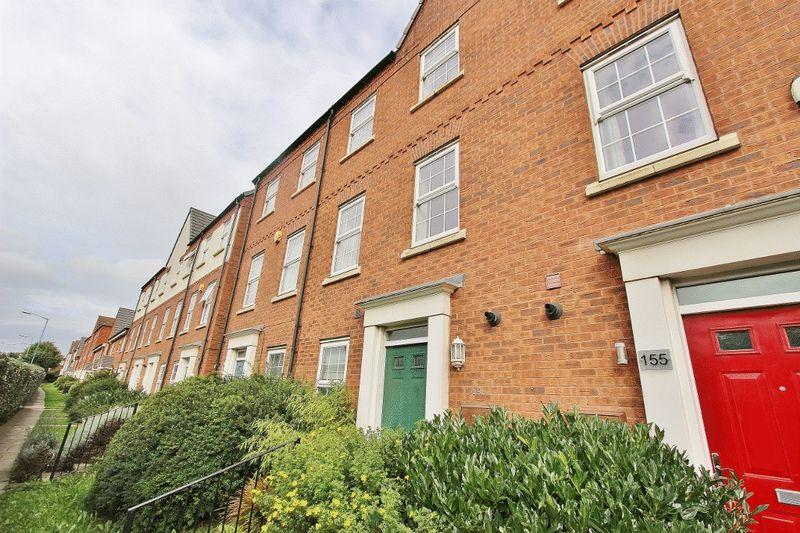 3 Bedrooms Town House for sale in Bloomfield Road, Tipton