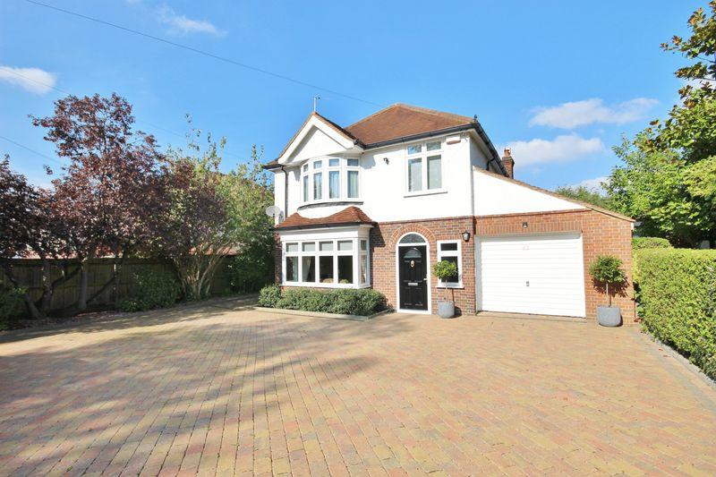 4 Bedrooms Detached House for sale in EAST EWELL