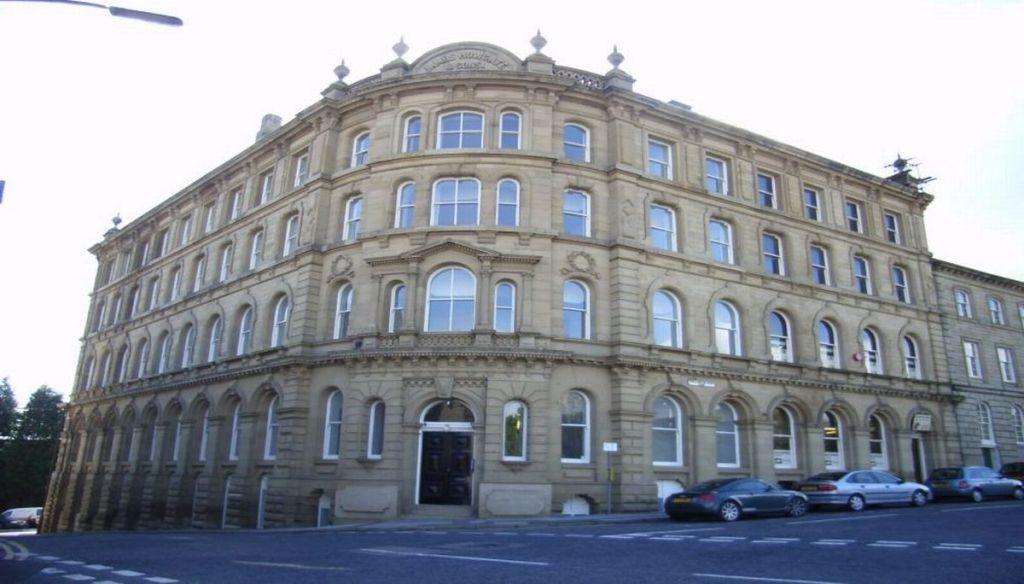 2 Bedrooms Apartment Flat for sale in Howgate House, DEWSBURY