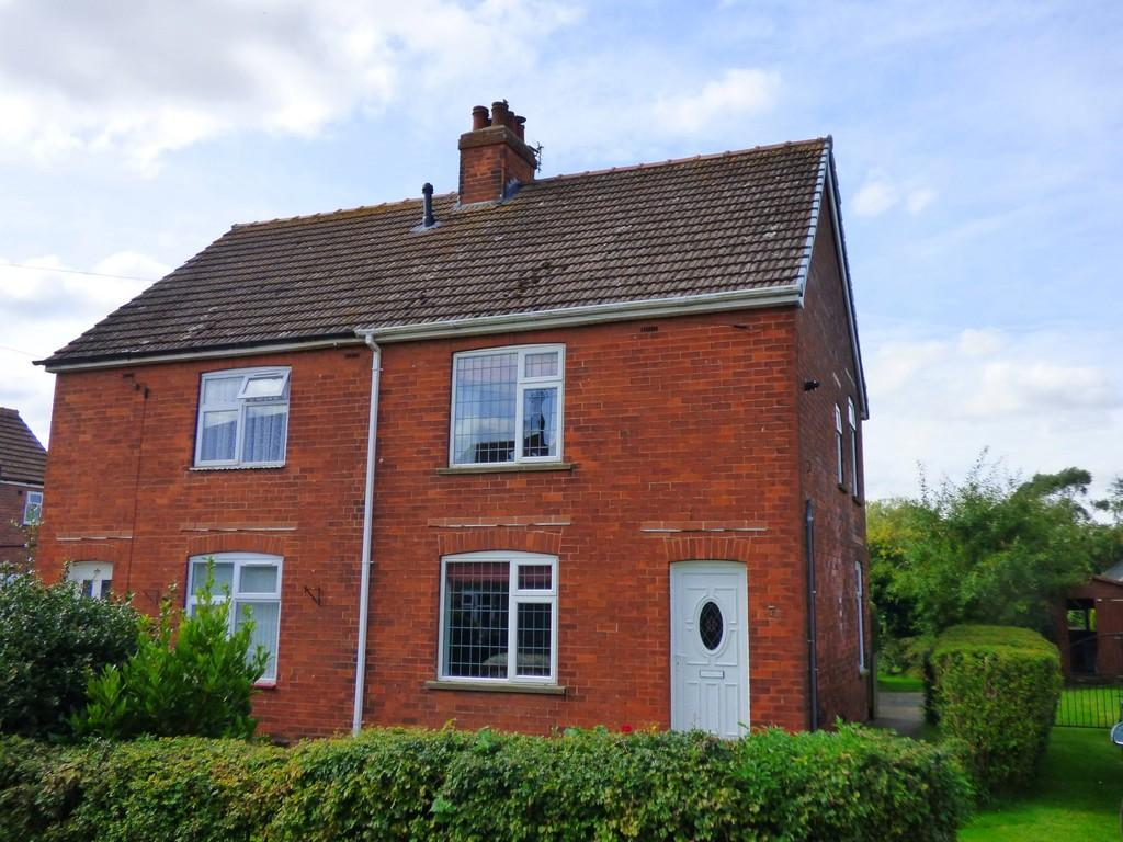 2 Bedrooms Semi Detached House for sale in Roxton Avenue, Keelby
