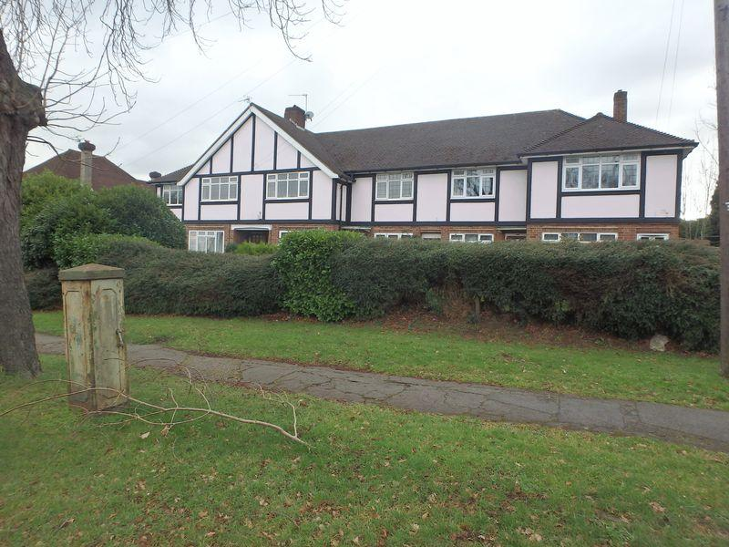 2 Bedrooms Maisonette Flat for sale in Dorking Road, Epsom