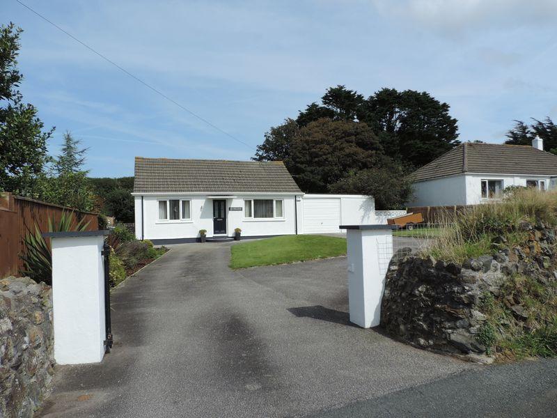 2 Bedrooms Detached Bungalow for sale in Reskadinnick Road, Camborne