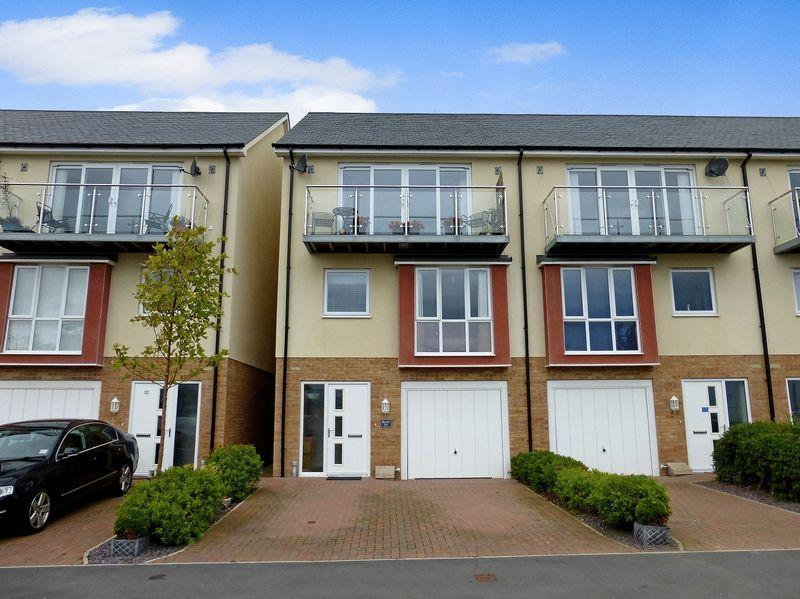 3 Bedrooms End Of Terrace House for sale in Bangor