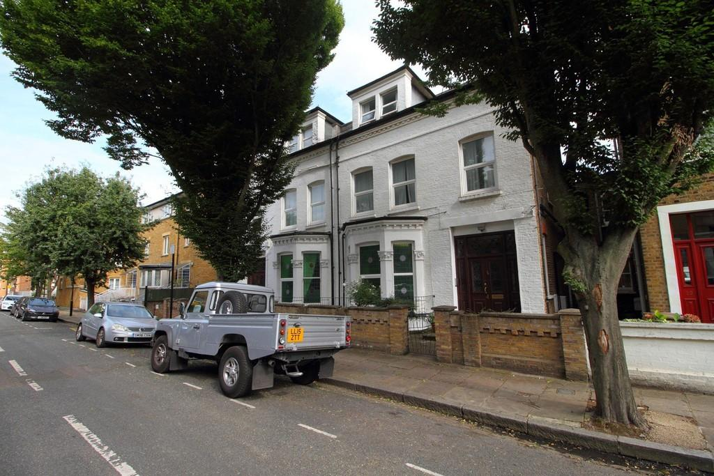 10 Bedrooms Semi Detached House for sale in Adolphus Road, N4 2AT