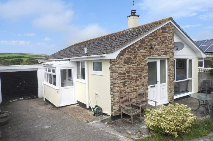 3 Bedrooms Bungalow for sale in 18, TREZA ROAD, PORTHLEVEN, TR13