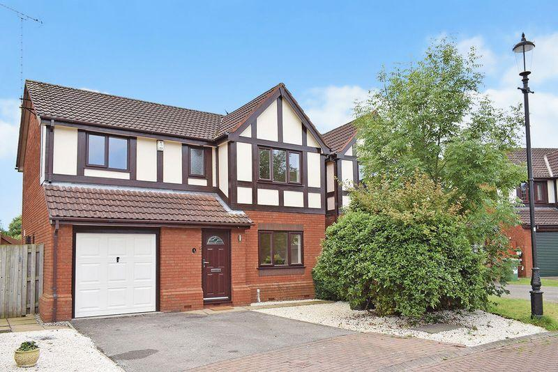 4 Bedrooms Detached House for sale in Herons Way, Sandymoor, Cheshire