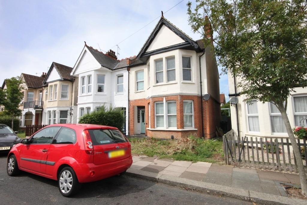 4 Bedrooms Semi Detached House for sale in Cranley Road, Westcliff-on-Sea