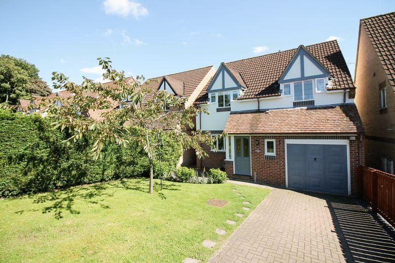 4 Bedrooms Detached House for sale in Aismunderby Close, Ripon