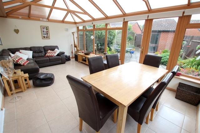 2 Bedrooms Semi Detached Bungalow for sale in Webbers Way, Puriton, Bridgwater