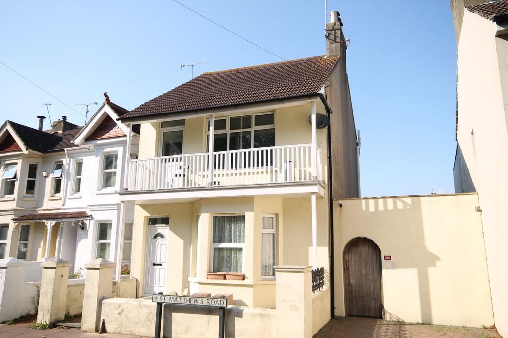 1 Bedroom Flat for sale in St. Matthews Road, Worthing BN11 4AU