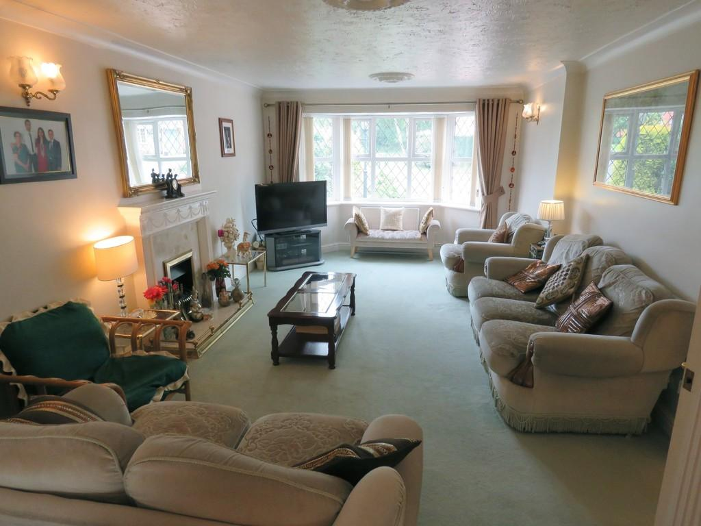 4 Bedrooms Detached House for sale in Denby Croft, Monkspath, Solihull