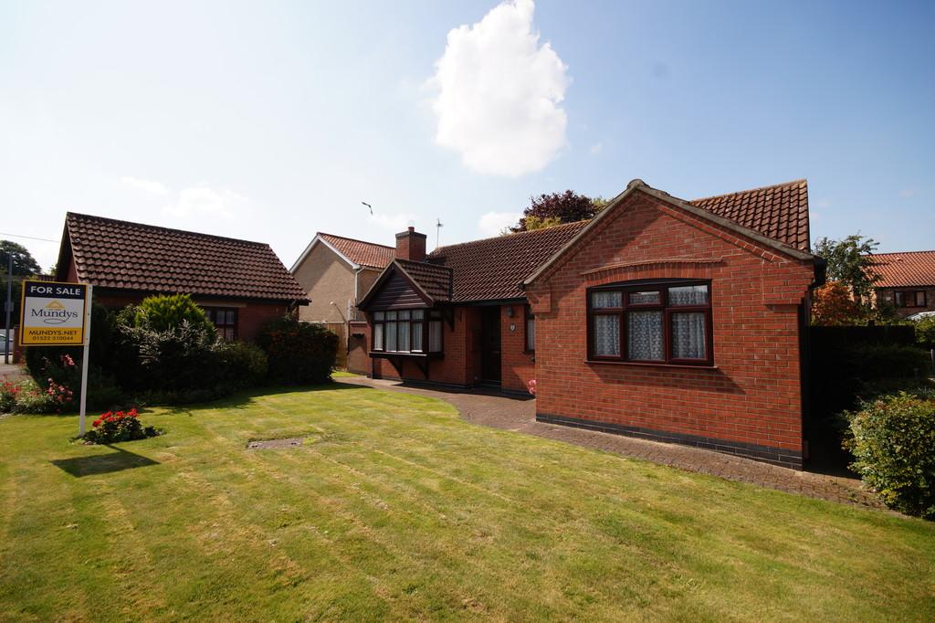 3 Bedrooms Detached Bungalow for sale in Bells Meadow, Heighington, Lincoln