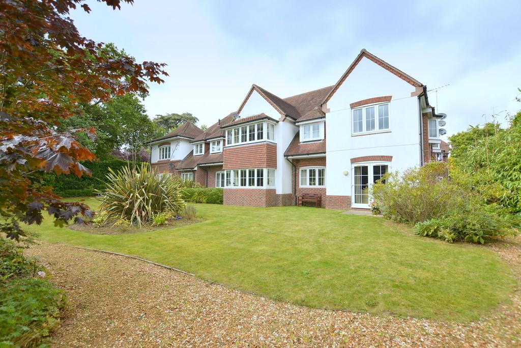 2 Bedrooms Flat for sale in Christchurch Road, West Parley, FERNDOWN
