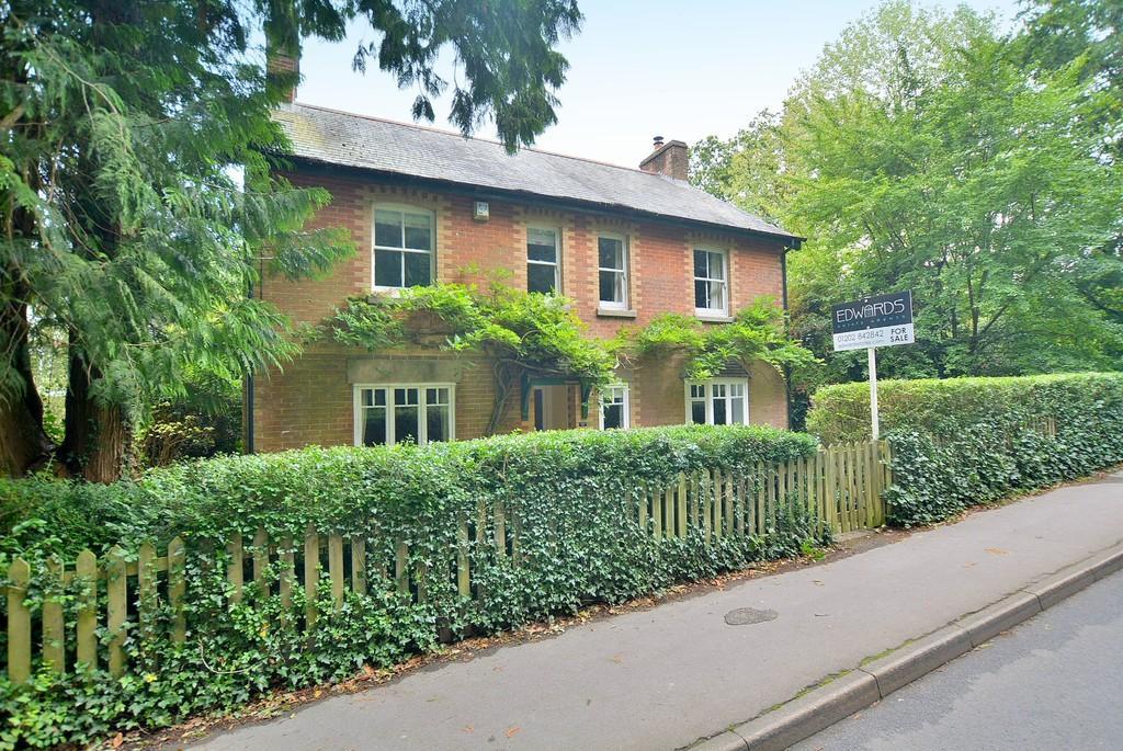 5 Bedrooms Detached House for sale in Smugglers Lane, Colehill, Wimborne