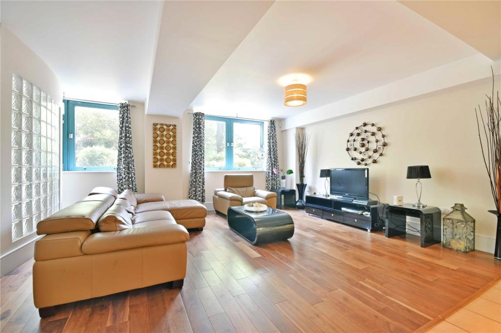 2 Bedrooms Flat for sale in Jubilee Heights, 1 Shoot Up Hill, London