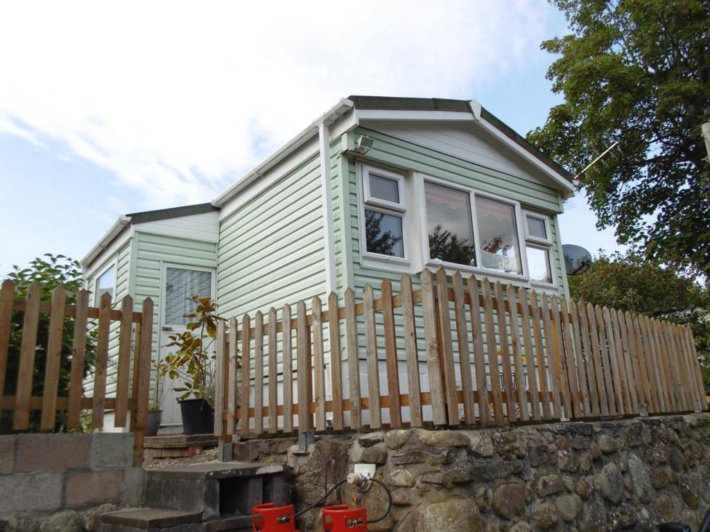 1 Bedroom Park Home Mobile Home for sale in Hendre Road, Conwy, LL32 8NF