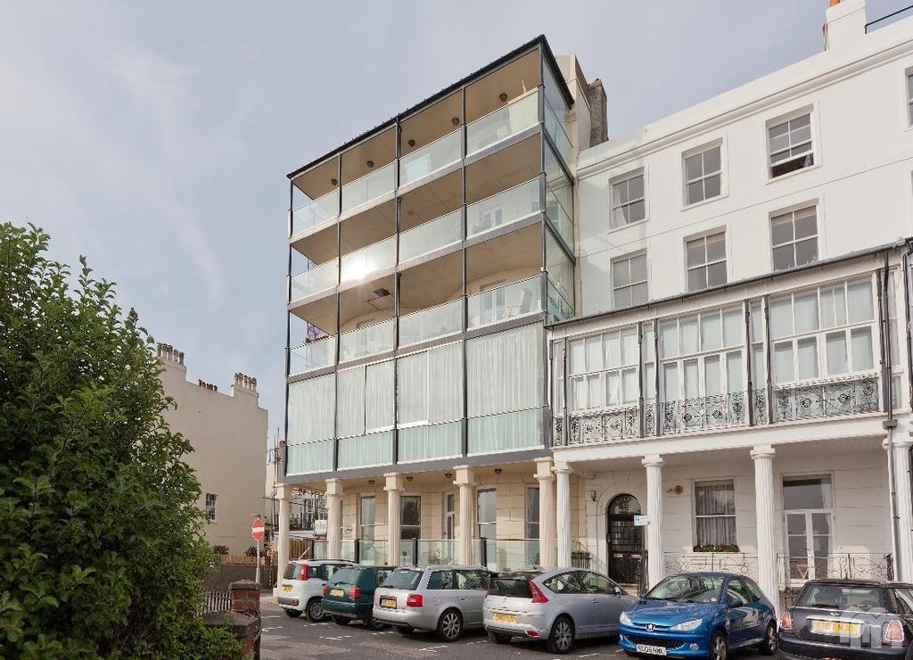 4 Bedrooms Flat for rent in Marine Parade Brighton East Sussex BN2