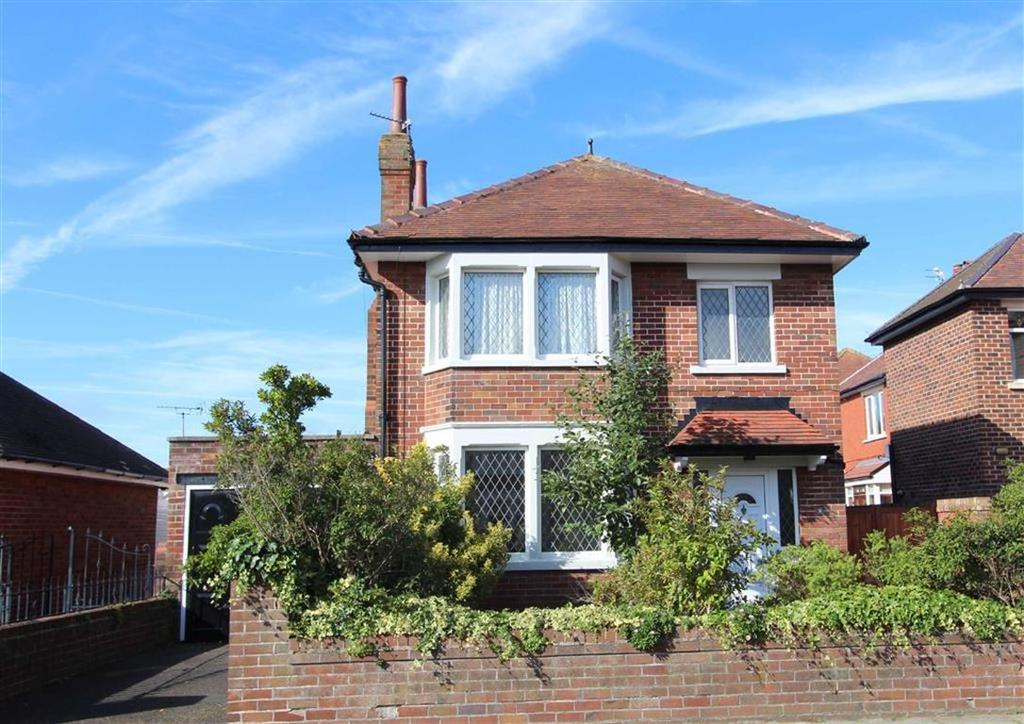 3 Bedrooms Detached House for sale in Berwick Road, Lytham St Annes, Lancashire