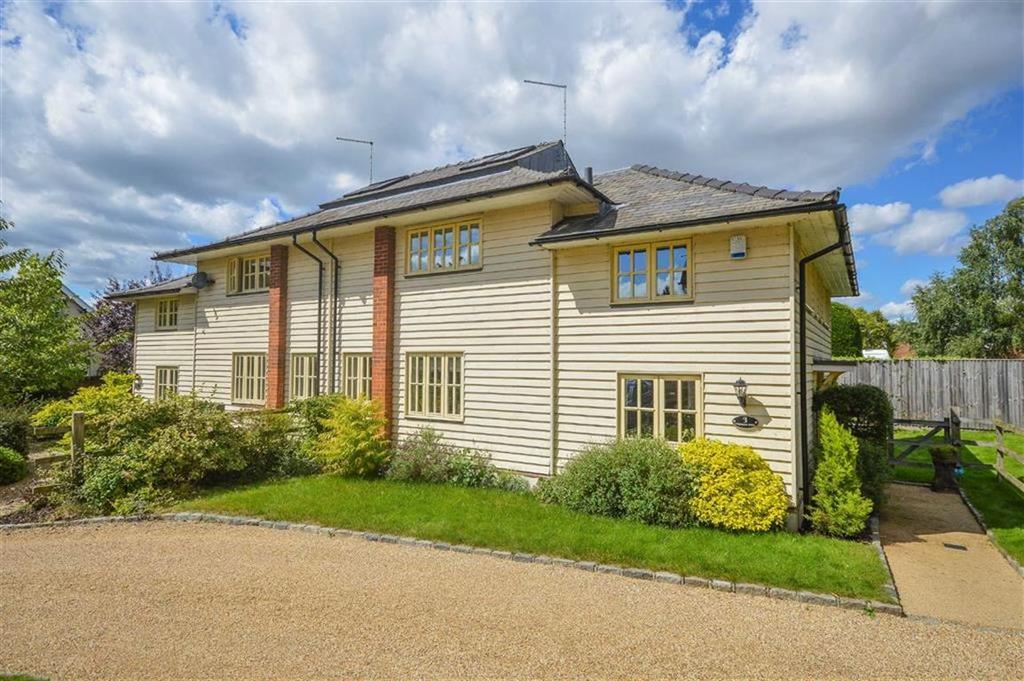 3 Bedrooms Mews House for sale in Warrax Park, Stanstead Abbotts, Hertfordshire, SG12