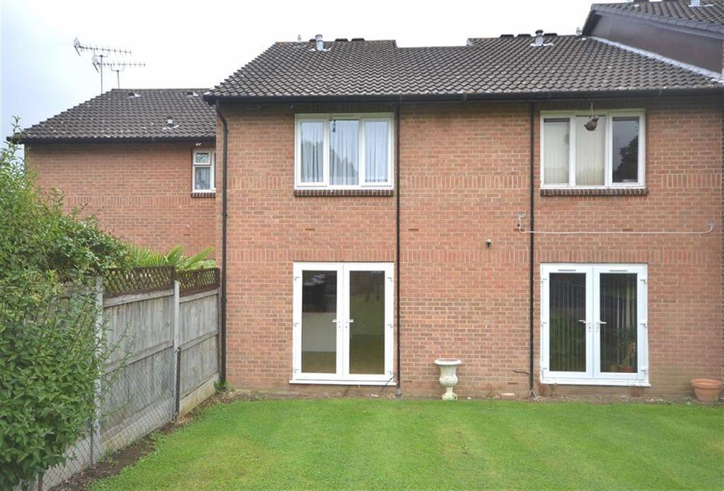 1 Bedroom Flat for sale in Hereward Green, Loughton, Essex