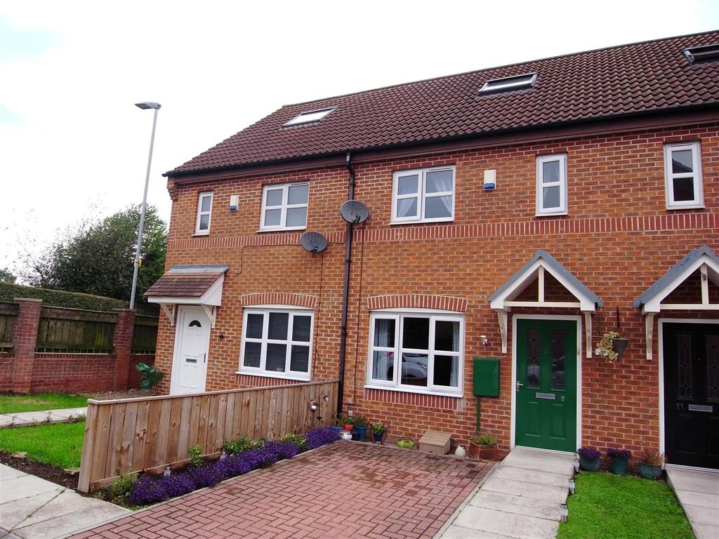 3 Bedrooms Town House for sale in Church Grove, Darlington