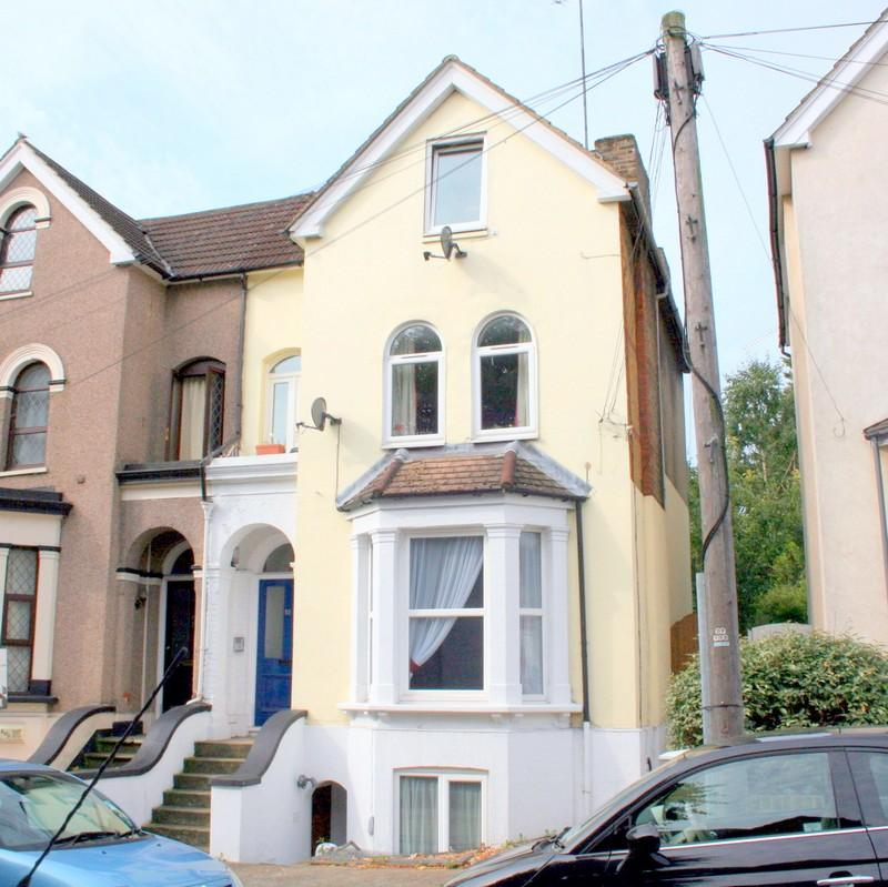 1 Bedroom Apartment Flat for sale in 10 Vicarage Road, Strood ME2