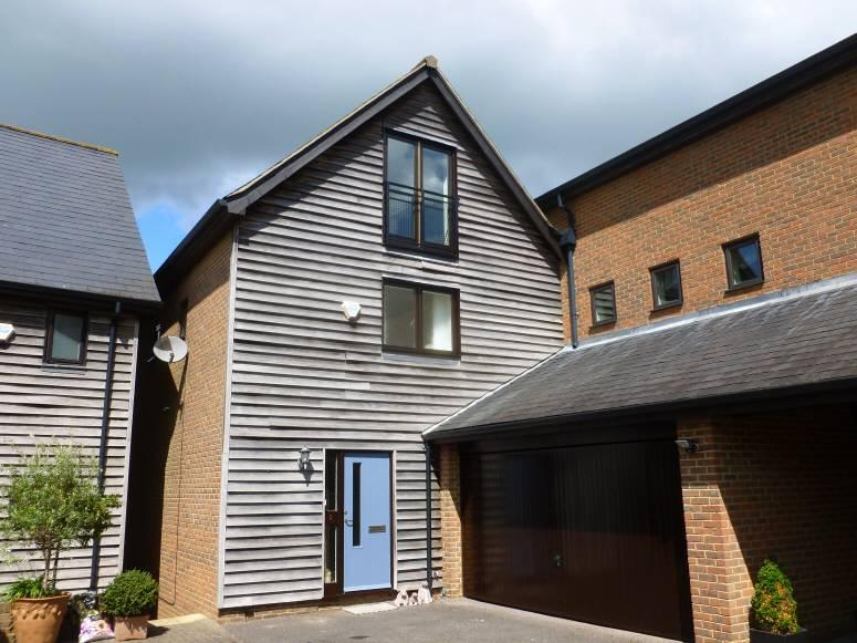 4 Bedrooms House for sale in Russells Yard, Cranbrook, Kent, TN17 3HD