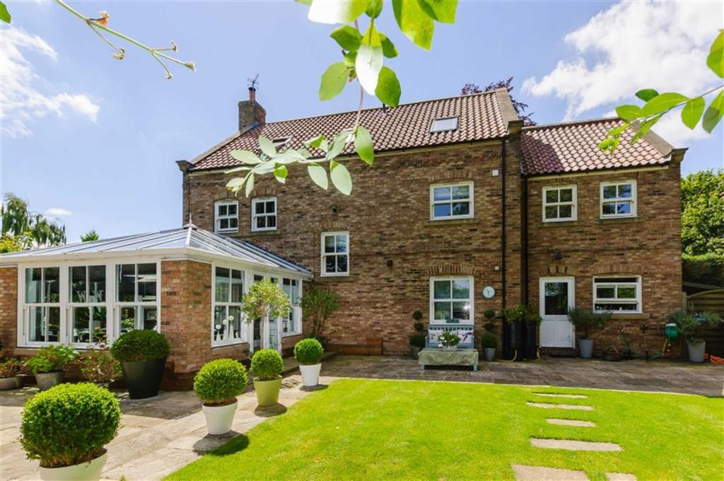 5 Bedrooms Detached House for sale in Wetherby Road, Rufforth, YO23