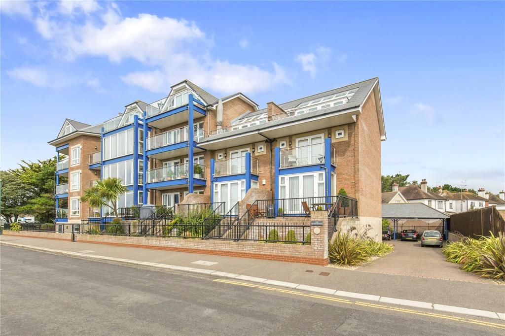 2 Bedrooms Flat for sale in The Quarterdeck, Kings Parade, Aldwick, West Sussex