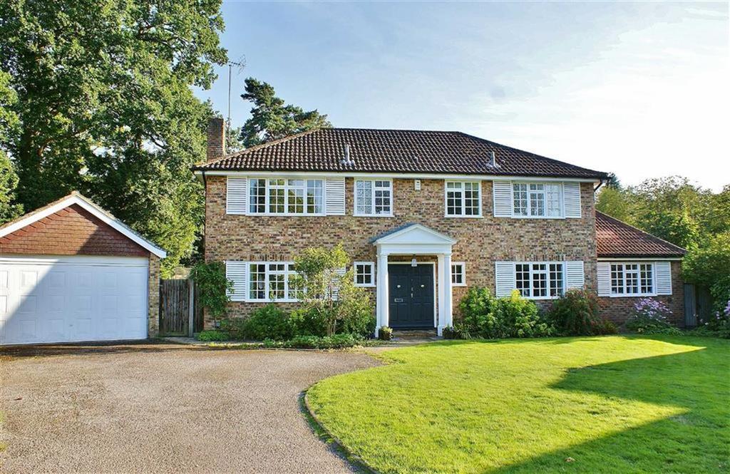 Detached House for sale in Ashcroft Park, Cobham, Surrey, KT11