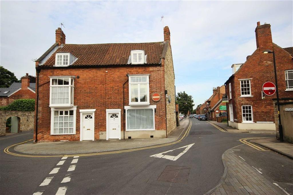 3 Bedrooms Semi Detached House for sale in Eastgate, Lincoln, Lincolnshire
