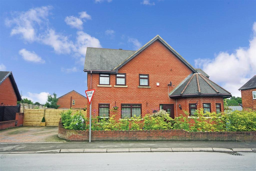 4 Bedrooms Detached House for sale in Overton Road, St. Martins, Oswestry