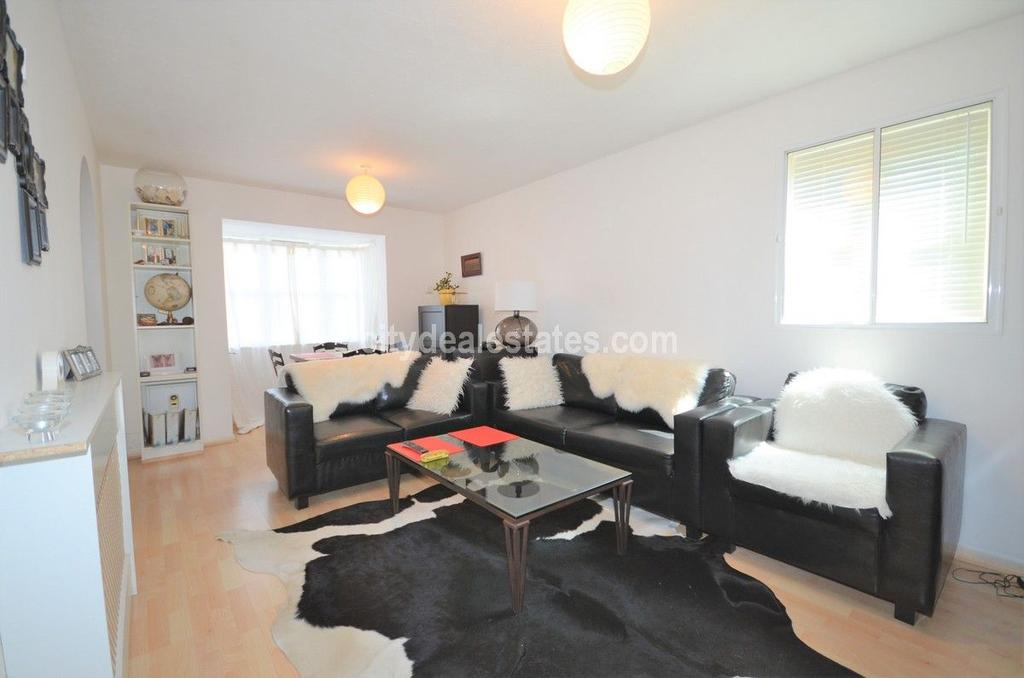 1 Bedroom Flat for sale in Anderson Close - Acton W3