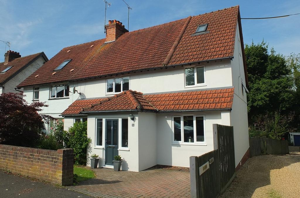 4 Bedrooms House for sale in Wood Ride, Haywards Heath, RH16