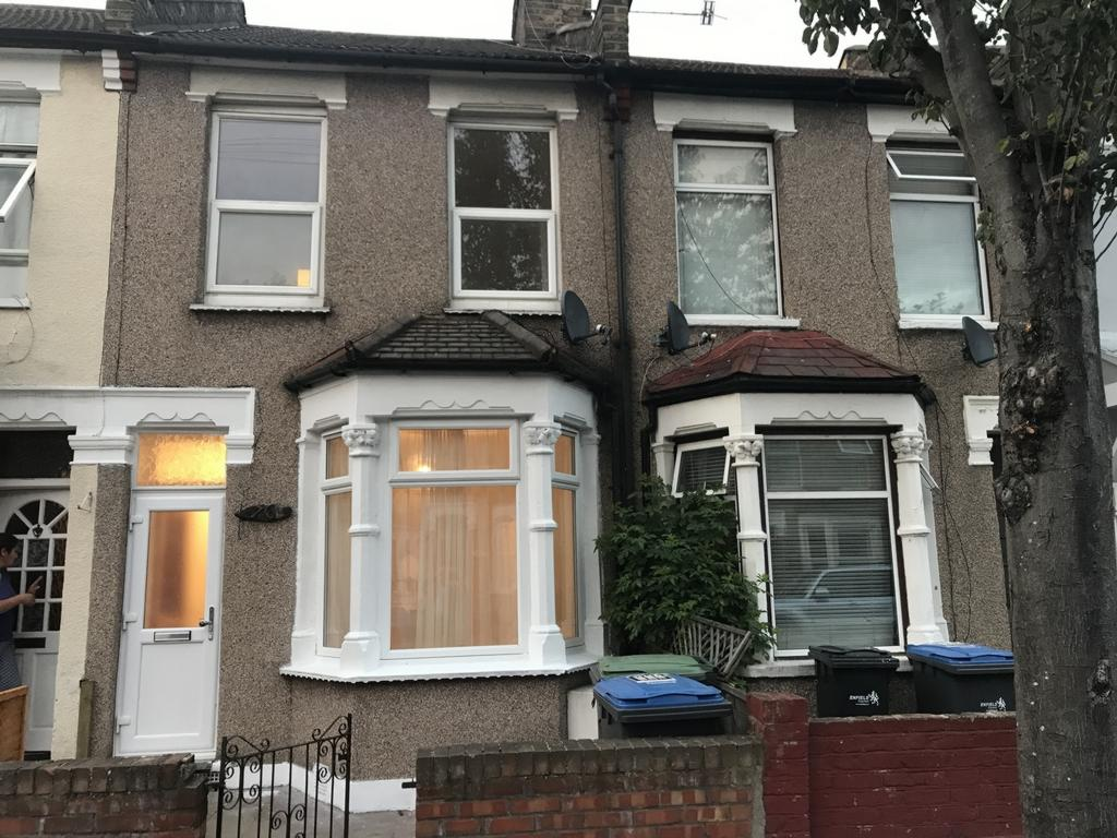 3 Bedrooms Terraced House for sale in Forest Road, Edmonton, N9