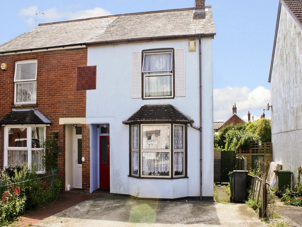 3 Bedrooms Semi Detached House for sale in Ackender Road, Alton