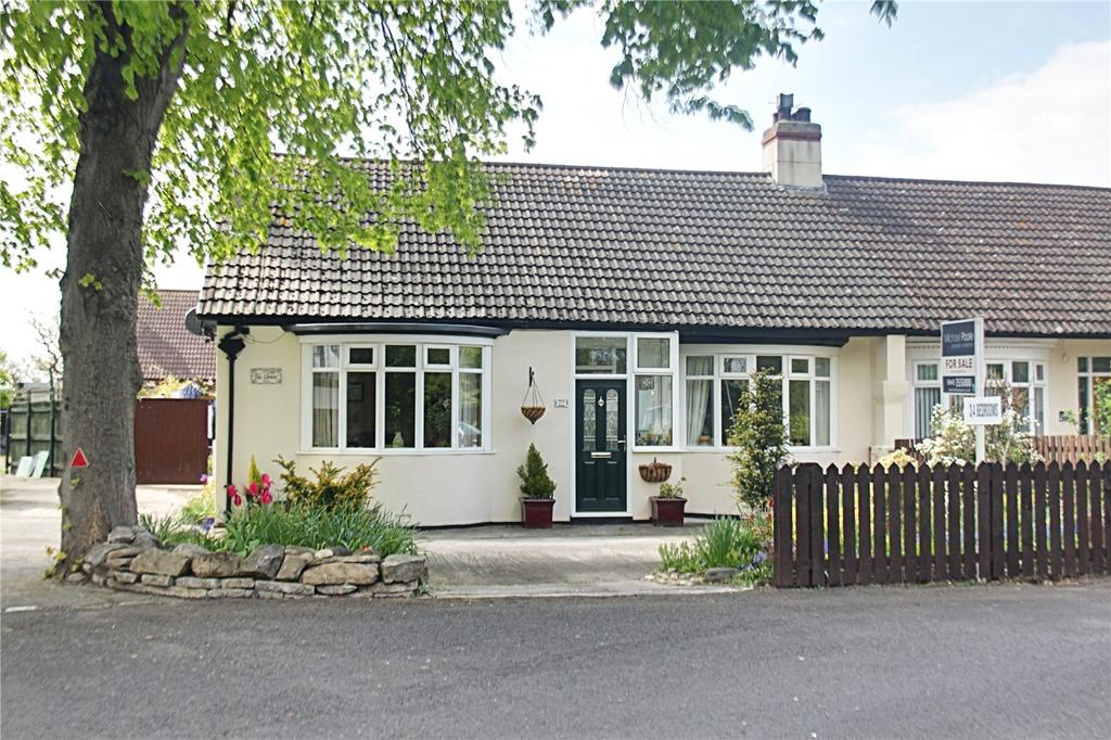 3 Bedrooms Semi Detached Bungalow for sale in The Green, Thornaby